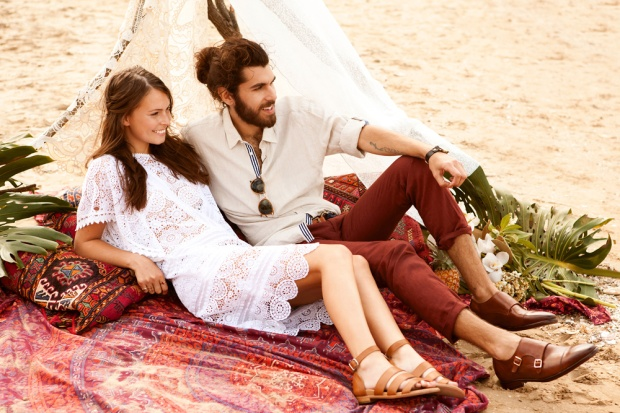 Bared-Footwear-beach-couple