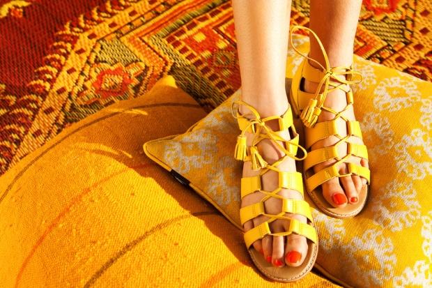 Bared-Footwear-yellow-toucan