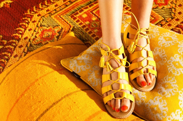 Bared-Footwear-yellow-toucan